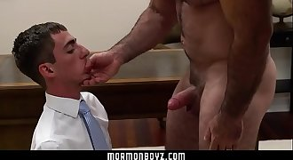 MormonBoyz - Muscle bear daddy cums in timid tiny twink's mouth