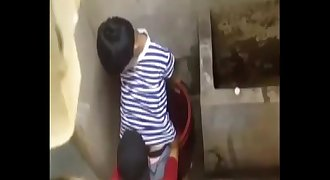 Bu Cu cho Ban Trong Toilet - Blowjob in toilet